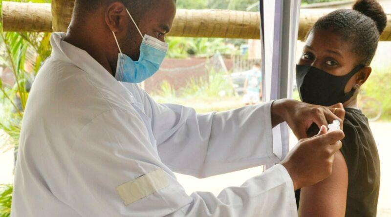 Integrantes do Quilombo Maria Conga recebem vacina