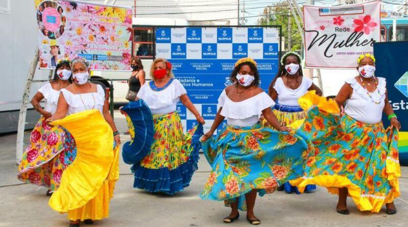 Mulheres, Itinerantes na Praça do Chafariz ,Nilópolis